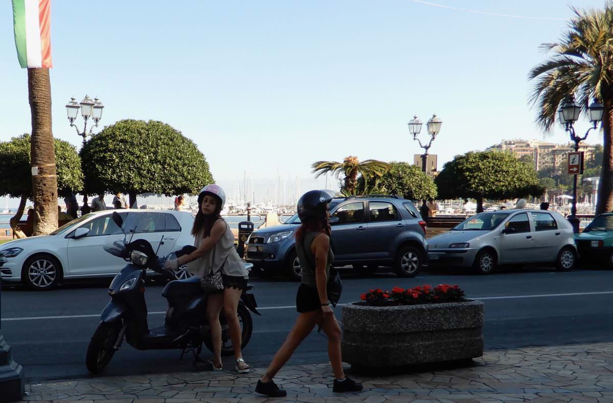 Scooter girls, Rapallo, Italy