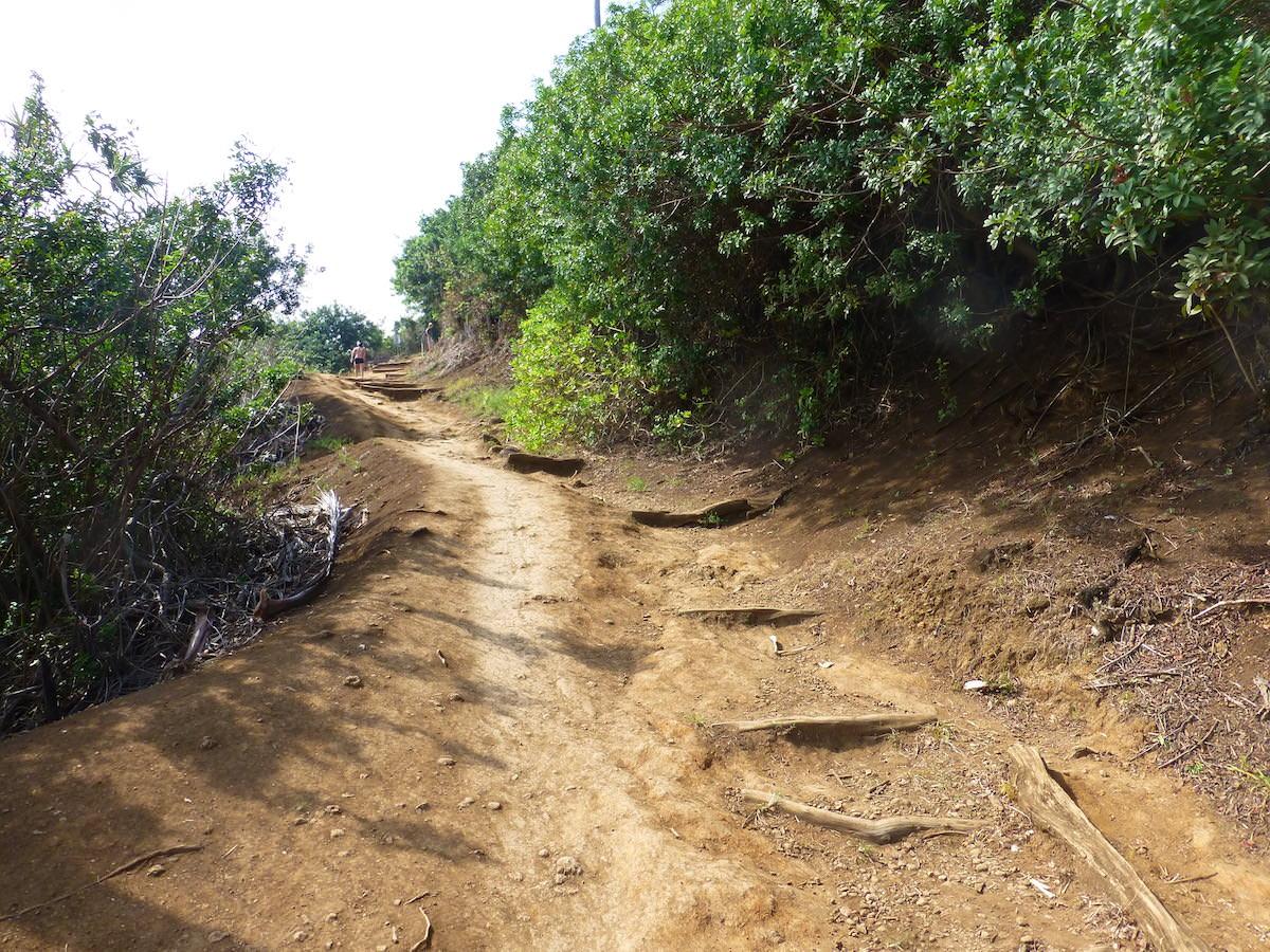 Hawaii -Pololu Trail--muddy & steep