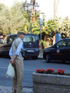 Man waiting to cross Vittorio Veneto, Rapallo, Italy