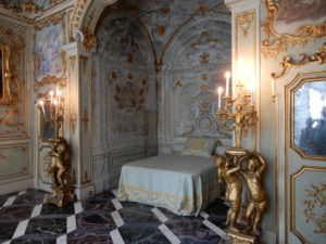 Palazzo Rosso laborate bedroom