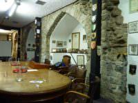 Mayor's table & arch